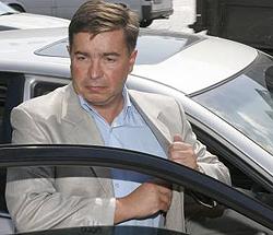 Тарас Стецьків сідає в авто після прес-конфереції в УНІАН. Київ, 27 липня