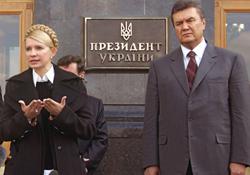 Тимошенко та Янукович дають інтерв`ю після зустрічі з  Президентом України. Київ, 11 квітня