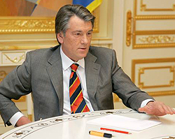 Віктор Ющенко під час зустрічі з першим заступником Голови Верховного Суду Петром Пилипчуком. Київ, 4 травня